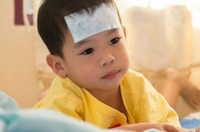 孩子发烧排队到830号,儿科为什么留不住医生?值得深思